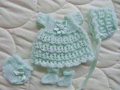 Easy Crochet Baby Hat, Crochet Baby Dress Pattern, Baby Dress Patterns, Doll Clothes Patterns, Knitted Dolls House, Knitted Doll Patterns, Crochet Patterns, Baby Doll Clothes, Crochet Doll Clothes