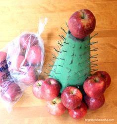 #DIY #Holiday Centerpiece with apples and boxwood. Click for instructions.