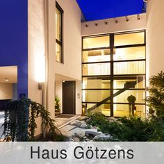 Atrium, Style At Home, Hall In Tirol, Garage Doors, Mansions, House Styles, Outdoor Decor, Home Decor, Old Farmhouses