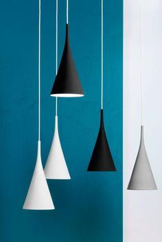 Lambada di Innolux  è una lampada in ceramica interamente realizzata a mano; il raffinato design nordico, sottolineato dal colore bianco o nero, permette di ambientarla in contesti classici e moderni. www.innolux.fi