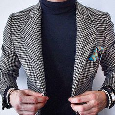 Casual Friday look. Beautiful fit houndstooth jacket with roll neck jumper. Gentleman Mode, Gentleman Style, Mens Fashion Suits, Mens Suits, Xmas Party Outfits, Houndstooth Jacket, Well Dressed Men, Mens Clothing Styles, Business Fashion