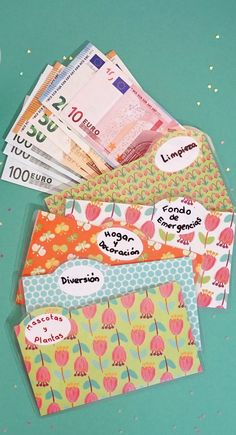Laminated cash envelope system US Dollar and Euro size Budget Envelopes, Money Envelopes, Money Envelope System, Money Saving Challenge, Budgeting Finances, Day Planners, Coupon Organization, Paper Toys, Finance Tips
