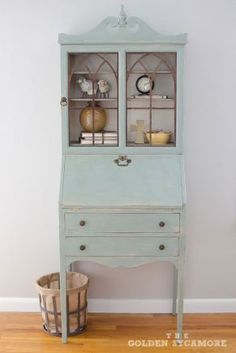 Vintage Decor Living Room Vintage Secretary : The Perfect Addition to Our Living Room - The Golden Sycamore Upcycled Furniture, Furniture Projects, Furniture Makeover, Antique Furniture, Home Furniture, Rustic Furniture, Furniture Design, Furniture Storage, Furniture Plans