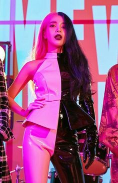 Please welcome, Melanie's unnie: Kim Solar Martinez. Kpop Girl Groups, Korean Girl Groups, Kpop Girls, Cool Girl, My Girl, Pink And Black Hair, Euna Kim, Hip Hair, Solar Mamamoo
