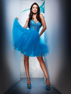 Blue homecoming dress with strapless sweetheart neckline hits above the knees. Features stunningly beaded bodice and organza skirt. Free made-to-measurement service for any size. Available colors seen as in Color Options. Blue Homecoming Dresses, Tulle, Strapless Sweetheart Neckline, Costume, Formal Dresses, Wedding Dresses, A Line Skirts, Marie, Dress Up