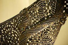 Perforation patterns: Carved prow of Maori canoe Polynesian Designs, Polynesian Art, Maori Designs, Arte Tribal, Tribal Art, Sculpture Art, Sculptures, Maori Patterns, Greek Decor