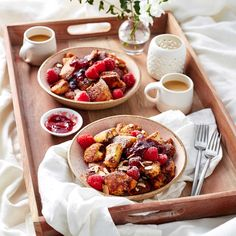The Best Recipes for Breakfast In Bed: Raspberry-Chocolate Chip Kaiserschmarrn Breakfast And Brunch, Romantic Breakfast, Breakfast Options, Breakfast Pizza, Mothers Day Breakfast, Breakfast Potatoes, Breakfast Burritos, Breakfast Muffins, Brunch Recipes