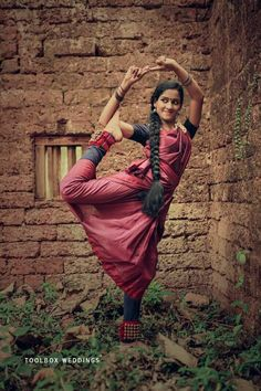 Great Fitness Ideas That Get You Into Shape Perspective Photography, Dance Photography, Image Photography, Yoga Pictures, Dance Pictures, Indian Photoshoot, Saree Photoshoot, Indian Bridal Photos, Cultural Dance