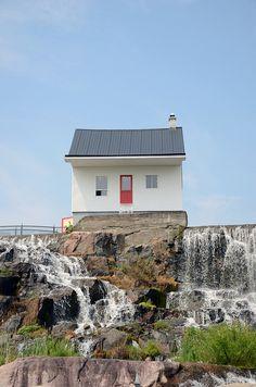 près Saguenay Chicoutimi - la petite maison blanche | Flickr : partage de photos !