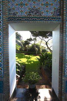Garden Visit: Heiress Doris Duke and Her Hawaiian Shangri La - Gardenista Landscape Design, Garden Design, Doris Duke, Paradise Garden, Spanish House, Shangri La, Architectural Elements, Dory, Beautiful Gardens