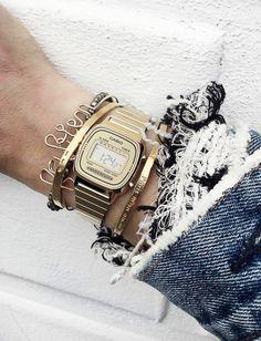 La montre à cristaux liquides, plus hype que jamais ! (instagram Audrey Lombard)