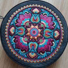Bag with embroidery Decorative Plates, Embroidery, Bags, Instagram, Handbags, Needlepoint, Bag, Totes, Crewel Embroidery