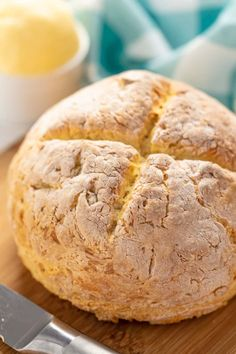 Traditional Irish Soda Bread is a dense and moist bread that requires no rising time and just four simple ingredients to make. Quick And Easy Appetizers, Best Appetizers, Quick Easy Meals, Irish Soda Bread Recipe, Tasty Bread Recipe, Irish Bread, Kos, Traditional Irish Soda Bread, Homemade Dinner Rolls