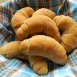 Kipferl aus Haferflockenmehl (glutenfrei, ohne Zuckerzusatz) Hot Dog Buns, Hot Dogs, Sugar, Glutenfree, Bread, Food Recipes