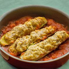 Estos calabacines rellenos de atún son muy sencillos de preparar. El relleno queda jugoso y consistente, con mucho sabor.