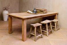 mooie tafel van oud hout