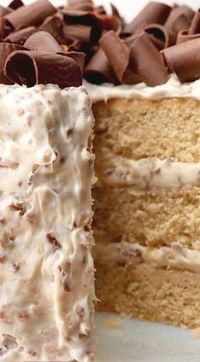 praline cake This sweet and moist layer cake is topped with decadent pecan buttercream frosting and is a show-off cake perfect for any special occasion. recipes Southern Praline Ca Cupcake Recipes, Baking Recipes, Cupcake Cakes, Dessert Recipes, Cake Cookies, Layer Cake Recipes, Moist Cake Recipes, 2 Layer Cakes, Game Recipes
