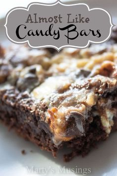 Almost Like Candy Bars Need an easy candy bar cake that will get raves from your family and friends? Try this easy Almost Like Candy Bars recipe and mix and match the chocolate! 13 Desserts, Easy Chocolate Desserts, Delicious Desserts, Yummy Food, Chocolate Chips, White Chocolate, Chocolate Trifle, Cake Mix Desserts, Chocolate Syrup