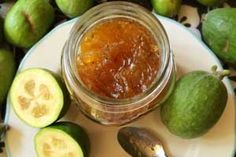 is like guava paste! - Alessandra Zecchini: Feijoa jam… is like guava paste! Fejoa Recipes, Guava Recipes, Chutney Recipes, Fruit Recipes, Vegan Recipes, Cooking Recipes, Vegan Food, Recipies, Relish Recipes