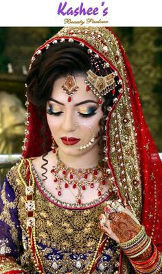 Top 14 Bridal Looks with Latest Bridal Dresses, Make-up and Jewelry Styles ,Sea-green color bridal wear with orange patch border & matching Nageena Jewelry look Pakistani Wedding Dresses, Pakistani Bridal, Bridal Lehenga, Bridal Dresses, Bridal Looks, Bridal Style, Half Saree Function, Bengali Bride, Bengali Wedding