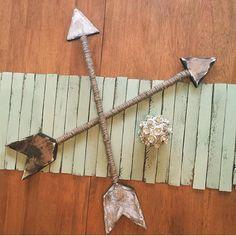 ENSEMBLE de deux flèches rustique en détresse par shopcurrentlychic