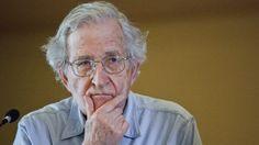 """El analista político estadounidense Noam Chomsky opina que la guerra contra las drogas en EE.UU. es """"un fraude total"""" y fue utilizada principalmente para criminalizar a las minorías raciales."""