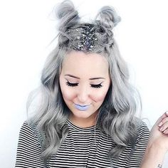 Silver Space Alien - Step Up Your Sparkle Game With Glitter Roots - Photos - Hair and Beauty ✂ Hair Styles 2016, Short Hair Styles, Sparkle Game, Alien Make-up, Glitter Roots, Silver Glitter, Glitter In Hair, Glitter Gif, Glitter Paint