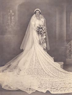 :::::::::: Vintage Photograph ::::::::::  Gorgeous Bridal portrait - look at that train!: