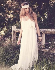 This gallery contains the collection of 6 romantic and beautiful boho dresses.