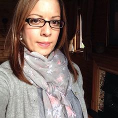 Tanya in her Ella Bella Pink and Grey Stars scarf