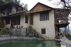 Himalayan Orchard Hut Himalayan, Cabin, India, Mansions, House Styles, Home Decor, Goa India, Decoration Home, Himalayan Cat