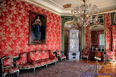 Barokowy pałac w Nieborowie zaprojektowany przez Tylmana z Gameren na zlecenie Michała Stefana Radziejowskiego, w latach 1690 -1696. Od 1774 do 1944 roku należał do rodziny Radziwiłłów. Po drugiej wojnie światowej stał się oddziałem Muzeum Narodowego w Warszawie.