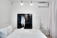 Monochroom appartement in Kiev, Oekraïne Outer Space Bedroom, Outer Space Theme, Ukraine, Space Theme Decorations, Black And White Interior, Monochrom, Bedroom Themes, White Houses, White Bedroom