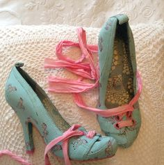 "Gorgeous ""irregular choice"" shoes 