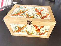 Die herbstliche Anleitung findest du hier. Gratis! Decorative Boxes, Home Decor, Wooden Crates, Gift Cards, Autumn, Tutorials, Crafting, Nice Asses, Decoration Home