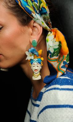 No joker, this mega-fun-earring! Dolce & Gabbana Women Fashion Show Backstage Gallery – Spring Summer 2013 Custom Jewelry, Jewelry Art, Jewelry Design, Fashion Jewelry, Jewellery Earrings, Fashion Details, Look Fashion, Fashion Show, Womens Fashion