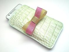 Must have! Beautiful phone leather case