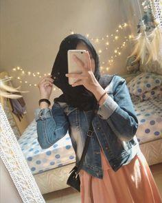 Look at mirror Modern Hijab Fashion, Hijab Fashion Inspiration, Muslim Fashion, Casual Hijab Outfit, Hijab Chic, Muslim Girls, Muslim Women, Selfi Tumblr, Hijab Style Tutorial