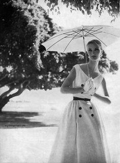 Harper's Bazaar May 1954 - Evelyn Tripp photos by Lillian Bassman