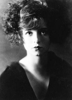 Clara Bow, 1923.