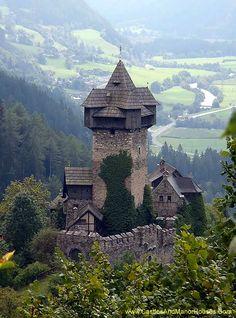 Niederfalkenstein (Falkenstein Castle), Pfaffenberg 19, 9821 Obervellach…