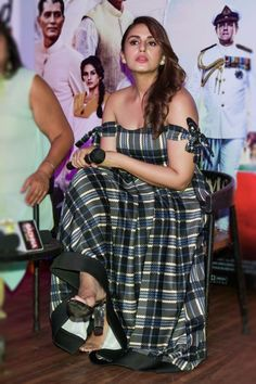 Indian Bollywood Actress, Beautiful Bollywood Actress, Most Beautiful Indian Actress, Indian Film Actress, Indian Actresses, Hot Actresses, Pretty Beautiful Girl, Beautiful Outfits, Indian Celebrities