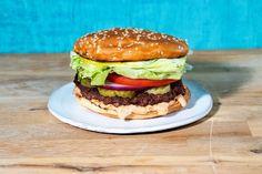The best plan-based burger recipe - Los Angeles Times Beyond Meat Burger, Burger Meat, Beef Burgers, Burger Buns, Burger Recipes, Spicy Recipes, Plant Based Burgers, Impossible Burger, Vegan Burgers