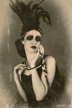 20's period rivisit by photo and makeup. Ph: Pietro Piacenti -  Makeup: Valeria Orlando, Donatella Alberino, Francesca Beyouty, Muse MakeUp - Location: Effetti Visivi