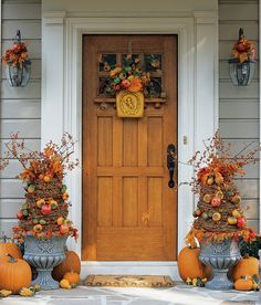 10 Genius Ways to Deck Out Your Porch for Halloween - Camille Styles Crafts To Do, Fall Crafts, Holiday Crafts, Holiday Decor, Christmas Decor, Scandinavian Christmas, Seasonal Decor, Xmas, Autumn Decorating