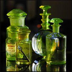 Absint är en örtbaserad spritdryck man aldrig tröttnar på och det finns så mycket på nätet. Vad få vet är att den godaste absintdrycken med tujon mixar man I köket.