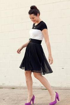 love the b/w color blocking going on here + the pop of color.