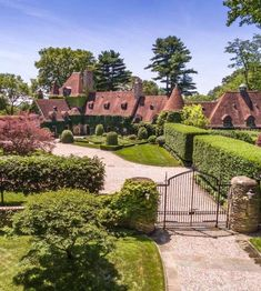 "John Yunis on Instagram: ""Happy Monday with these magnificent captures of one of the most beautiful estates in North America - Round Hill, aka Chateau Paterno,…"""