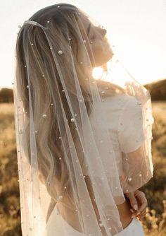Bride Veil, Wedding Dress Veil, Long Wedding Veils, Wedding Dresses, Down Hairstyles, Wedding Hairstyles, Bridal Hair Down, Bridal Veils And Headpieces, Veil Length