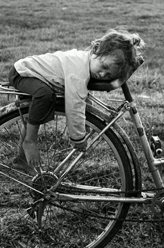 Black and white photography / children / bicycles where else would you sleep? that must have been a really long ride ! whimsical, sweet and very cute sleeping child real wonderful life photo Black White Photos, Black And White Photography, Jolie Photo, Beautiful Children, Precious Children, Young Children, Old Photos, Cute Kids, Photography Jobs